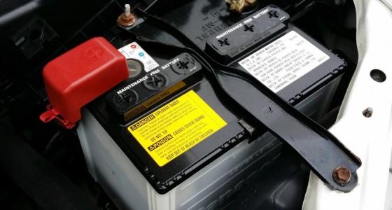b5e0457de44 Mitte ainult talvine mure, ka kuum ilm mõjub auto akule laastavalt